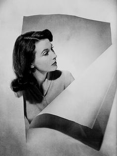 Vivien Leigh photographed by Cecil Beaton for Vogue (1947)