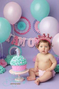 girl first birthday photoshoot ideas Baby Cake Smash, 1st Birthday Cake Smash, Baby Girl 1st Birthday, 1st Birthday Parties, 1 Year Old Birthday Cake, 1st Birthday Photoshoot, 1st Birthday Pictures, Cake Smash Photos, 1st Birthdays