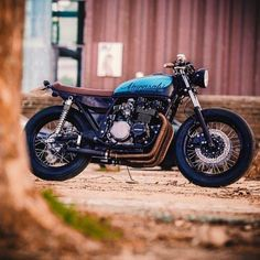 """""""A Kawasaki KZ650 built by @wrench_n_wheels from Portugal. #croig #caferacersofinstagram #caferacer"""""""