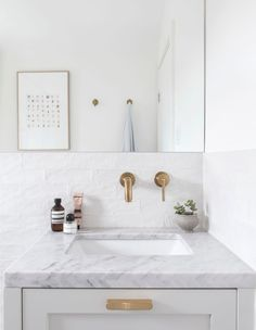 4 Small Bathroom Design Tips For Maximizing Space