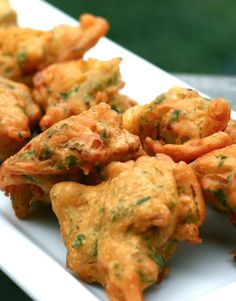 Scrumpdillyicious onion bhaji with cucumber mint raita indian these crisp and golden brown onion spinach pakoras are a delicious savoury start to any indian themed dinner party forumfinder Gallery