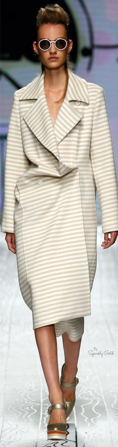 Max Mara Spring 2016 RTW  women fashion outfit clothing stylish apparel @roressclothes closet ideas