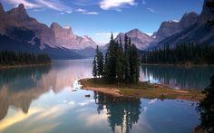 Scenic view of Maligne Lake in Jasper National Park in Canada.