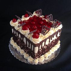 carrot mug cake Just Desserts, Delicious Desserts, Cherry Recipes, Unique Cakes, Cake Decorating Techniques, Chocolate Cherry, Drip Cakes, Buttercream Cake, Cake Icing