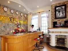 Reveto Dalat Villa/Hotel được trang bị đầy đủ tiện nghi, nội thất ấm cúng, phòng bố trí thông thoáng, sạch sẽ, lịch sự, hệ thống thông tin liên lạc tiên tiến chắc chắn sẽ làm du khách hài lòng và thoải mái.  DỊCH VỤ  * Cho thuê xe máy  * Đặt vé máy bay, http://maylocnuoc.biz.vn/  http://maylocnuoc.biz.vn/may-loc-nuoc-ro-tinh-khiet-gia-dinh-gia-re-uong-truc-tiep.html  http://maylocnuoc.biz.vn/may-loc-nuoc-ro-europura-105n.html  http://maylocnuoc.biz.vn/loc-nuoc.html