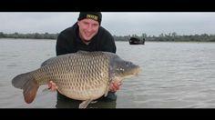Carp Fishing from a boat in France Karpervissen vanuit de boot in Frankrijk Full HD 1080P