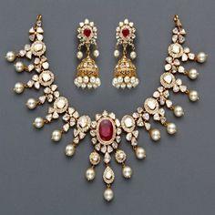 Indian Jewellery and Clothing ~~ beautiful! http://www.shaadiekhas.com/blog-wedding-planning-invitation-wordings/glitter-with-wedding-jitters/ #IndianJewelry