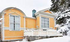 På Norra Djurgården byggde konstnären Julius Kronberg sin ateljé i slutet av 1800-talet. Det var här han skapade många av sina berömda verk. House 2, Cabin, Colours, Artists, Mansions, Architecture, House Styles, Home Decor, Arquitetura