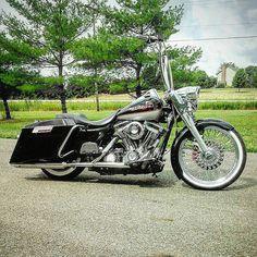 "Follow & Tag ""HD Tourers and Baggers"" on Instagram Facebook Twitter & across the Web. ===================== #hdtourersandbaggers ===================== Thanks for the DM. Credit to @austinhayes19 ===================== #instamotogallery #instamoto #motorcycles #harleydavidson #roadkingclassic #roadking #roadglide #streetglide #softail #showoffmyharley #harleysofinstagram #harleylife #bikelife #bikersofinstagra #bikestagram #harleyrider #harleyriders #customharley #throttlezone…"