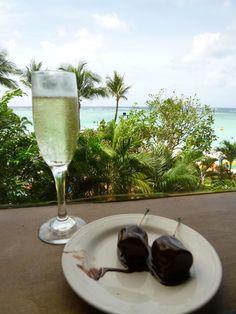 """Pranzo, """"PALM CAFE"""" (Ristorante) di """"Outrigger Guam Resort"""" (Hotel), Guam (Dicembre)"""
