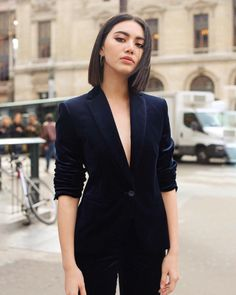 27 Nice Short Hairstyle for Stylish Women Short Hair Outfits, Cool Outfits, Fashion Outfits, Short Styles, Long Hair Styles, Mai Davika, Look Formal, Dress Indian Style, Short Hairstyles For Women