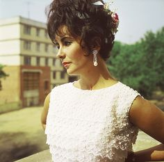 Elizabeth Taylor - 1961. I remember this style of top, loved them! So feminine.