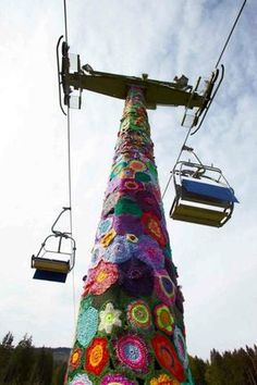 Huge yarn bomb by Bhavana Barbel Franke... What an extraordinary amount of work! Wow, wow, wow!