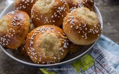 Voisilmäpulla Finnish Recipes, Scandinavian Recipes, Roasting Tins, Egg Wash, Buns, Pastries, Breads, Butter, Foods