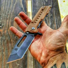 @dsktactical on Instagram Cool Knives, Knives And Tools, Knives And Swords, Tactical Survival, Tactical Knives, Military Knives, Zombie Weapons, Edc Knife, Pocket Knives