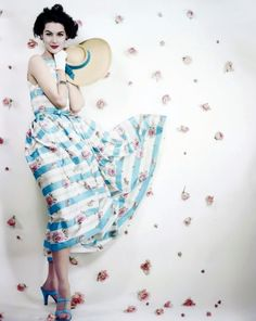Nancy Berg photographed by Erwin Blumenfeld for Vogue, May 1953. (♥)