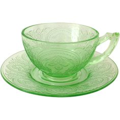 Indiana No. 612 is a beloved Depression glass pattern known to collectors as Horseshoe for its arching scroll design, loosely resembling a horseshoe