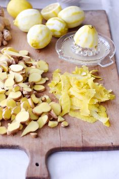 My natural wonder weapon for the nasty cold: ginger-lemon syrup, simply homemade (without Thermomix and without juicer) – winter drinks Bloğ Smoothie Menu, Fruit Smoothies, Healthy Smoothies, Healthy Drinks, Smoothie Recipes, Lemon Syrup, Fat Burning Detox Drinks, Winter Drinks, Natural Wonders