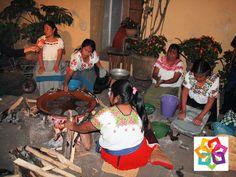 MICHOACÁN MÁGICO TE DICE ¿Qué tradición conserva la cocina del estado de Michoacán? Conserva los ingredientes, proceso y el sazón legados por los purépechas, el grupo indígena que predominó en la región. Tras la llegada de los españoles, los descendientes de los nativos fusionaron sus conocimientos con la cocina española, dando como resultado platillos de riqueza y variedad inigualables. http://www.restauranteszirahuen.mx