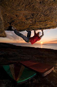 ★ Extreme sport, sunset outdoor adventure rock climbing Bouldering at -10°C