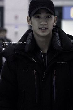 Kim soo hyun in airport style,bare face