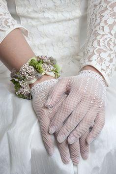 Just something else Bloemen > BoemenVanMadeleine Foto > Yvette Leur Bride Gloves, Wedding Gloves, Flower Corsage, Wrist Corsage, Homecoming Flowers, Flower Bracelet, Flower Jewelry, Dress Gloves, Floral Fashion
