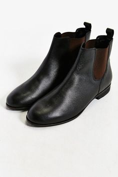 $89, Black Leather Chelsea Boots: Urban Outfitters Hawkings Mcgill Leather Chelsea Boot. Sold by Urban Outfitters. Click for more info: https://lookastic.com/men/shop_items/335926/redirect