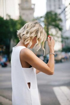 Wavy Curls Short Hairstyle