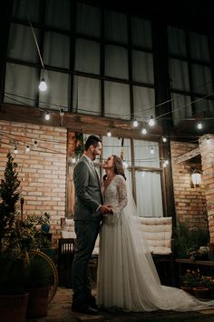 Mini wedding rústico e aconchegante no final da tarde em Santa Catarina – Graziela Wedding Finger, Our Wedding, Wedding Dresses, Outfits, Groom Shoes, Bride Groom Dress, Small Weddings, Industrial Wedding, Santa Catarina