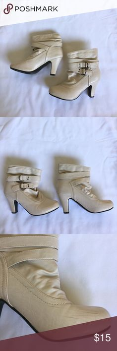 White Ankle Boots (M)7-8) In good condition. Has scuffs on boots as shown. May come off. Size is Medium 7-8. Glue showing on bottom of boots. Rue21 Shoes Ankle Boots & Booties