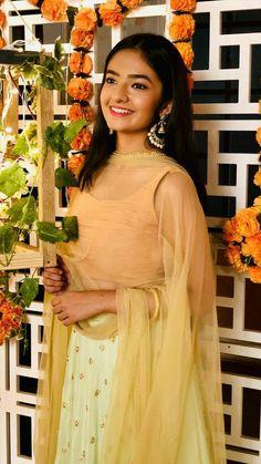 Stylish Girl Pic New, Stylish Photo Pose, Stylish Girls Photos, Indian Tv Actress, Actress Pics, Indian Actresses, Child Actresses, Teenage Girl Photography, Girl Photography Poses