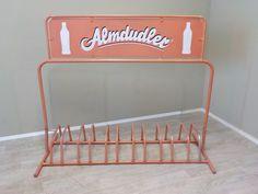 DSCN5Abzugeben, gern auch als ONLINE BESTELLUNG: Alter funktionstüchtiger Fahrradständer in ausgeblichenem Rosa-Orange aus Leichtmetall von ALMDUDLER... #Almdudler #Fahrradständer #AlterFahrradständer #Kiosk #Reklame #Werbung #RetrosalonKöln #Retrosalon #Vintagemöbel #vintagefurniture #vintage #Upcycling #interiordesign #interior #Inneneinrichtung #Einrichtung #Inneneinrichter #Köln Vintage Upcycling, Interiordesign, Kiosk, Alter, Toy Chest, Storage Chest, Mid Century, Gift Ideas, Furniture
