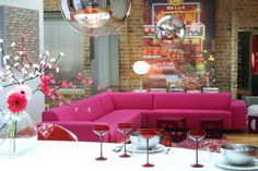 divano ad angolo rosa