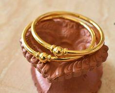 Bangles Plain Got - Rishabh Gold Plain Gold Bangles, Gold Bangles Design, Gold Earrings Designs, Gold Jewellery Design, Necklace Designs, Gold Bangle Bracelet, Silver Bracelets, Gold Necklaces, Bangle Set