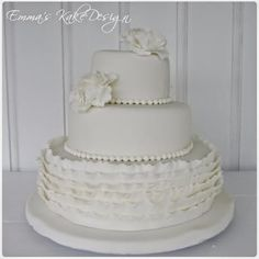 Emmas KakeDesign: Head to the blog for a step-by-step tutorial on how to make this beautiful wedding cake. Instagram @emmaskakedesign Diy Step By Step, Fondant Rose, Beautiful Wedding Cakes, Cake Tutorial, Sweets, Tutorials, Snacks, Lace, How To Make