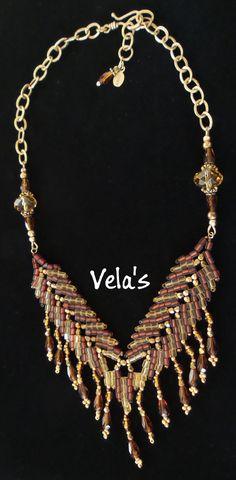 Oro y ámbar hermoso cubitos de granos de la semilla. hecho en este precioso collar. He usado cadena oro vermeil para alrededor de la parte posterior del collar. También se utilizaron granos de la semilla de alta calidad de oro y perlas de vidrio checo. Hice cuelga los pendientes