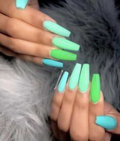 How to choose your fake nails? - My Nails Summer Acrylic Nails, Best Acrylic Nails, Acrylic Nail Designs, Summer Nails, Spring Nails, Acrylic Nails Green, Mint Green Nails, Pretty Nail Designs, Simple Nail Designs