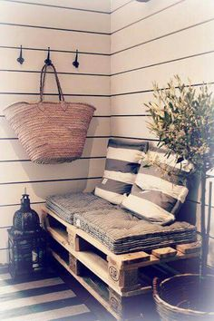 Five Tips to Creating a Budget-Friendly Outdoor Space 5 Tips to Create a Cost-Effective and Totally Inviting Outdoor space use found pallets! The post Five Tips to Creating a Budget-Friendly Outdoor Space appeared first on Pallet Ideas. Diy Casa, Balcony Design, Home And Deco, Pallet Furniture, Garden Furniture, Outdoor Furniture, Home Projects, Diy Home Decor, Sweet Home