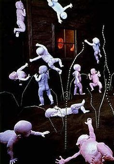 Sandy Skoglund i installation - Maybe Babies Sandy Skoglund, Japanese Artists, Installation Art, Sculptures, Projects To Try, Babies, Black And White, Board, Artist