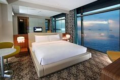 The Hotel H2O offers a convenient 24-hour reception as well as a lift, themed rooms and a sauna.