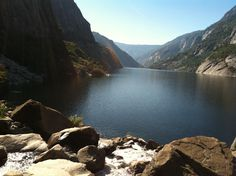 Hetch Hetchy reservoir from trail to waterfall