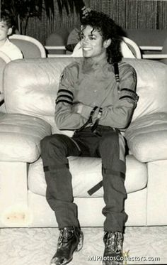 You never really see Michael doing normal things like sitting on a couch... here u go :)