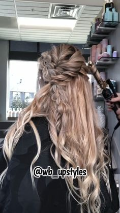 Beautiful Wedding Updo – Hochsteckfrisur, You can collect images you discovered organize them, add your own ideas to your collections and share with other people. Braided Hairstyles For Wedding, Wedding Updo, Braided Updo, Trending Hairstyles, Down Hairstyles, Hairstyles Videos, Formal Hairstyles, Vintage Hairstyles, Pretty Hairstyles