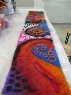 Хочу поделиться своей очередной находкой. Познакомить с работами с мастера из Германии Jana Muchalski. Ей 48 лет, она мама двух взрослых детей, специалист по трудотерапии и арт-терапевт, влюбленный в творчество. В её работах такое буйство цвета. Очень много она создает мандал самостоятельно и вместе с учениками.