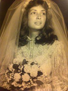 Vintage bride looks like 70's