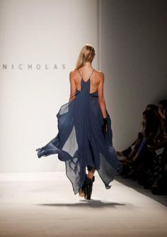 simple and tasteful....love the movement in the fabric...