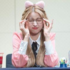 She's the most precious human being 190119 Kpop Girl Groups, Korean Girl Groups, Kpop Girls, Sinb Gfriend, Gfriend Sowon, Extended Play, Best Kpop, Cloud Dancer, G Friend