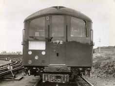 1938 tube stock at DuckDuckGo London Underground Train, London Transport, Old London, Trains, Around The Worlds, Train