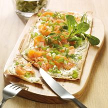 Flammkuchen mit Lachs Wight Watchers, Ww App, Tasty, Yummy Food, Pizza, Low Carb, Snacks, Dishes, Cooking