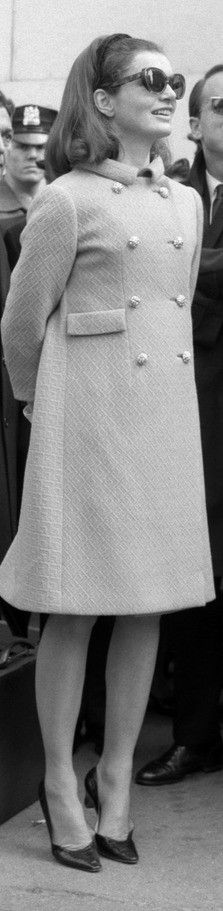 Fashion Watch for Jacqueline Kennedy? Jaqueline Kennedy, Ted Kennedy, Robert Kennedy, Jacqueline Kennedy Onassis, 1967 Fashion, Classy People, Audrey Hepburn Style, Iconic Photos, International Style